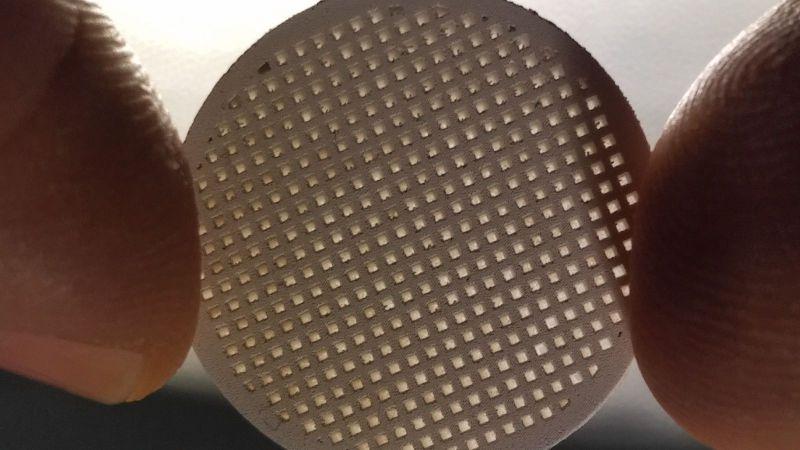 Forschungsprojekt AMAZING: Membranträger aus Magnesiumoxid (MgO), der mittels 3D-Siebdruck hergestellt wurde