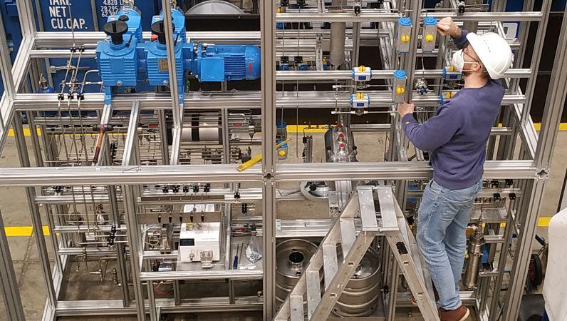 Batch to Conti: Wissenschaftler forscht an einer kontinuierlichen Produktionsanlage für Aerogele