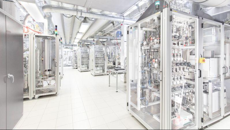 Forschungslabor mit Prüfständen der hte GmbH