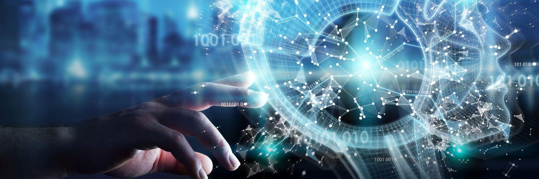 Symbolbild Künstliche Intelligenz: Eine Hand berührt einen als Animation dargestellten Kopf von hinten. Im Kopf sind viele vernetzte Strukturen sichtbar.