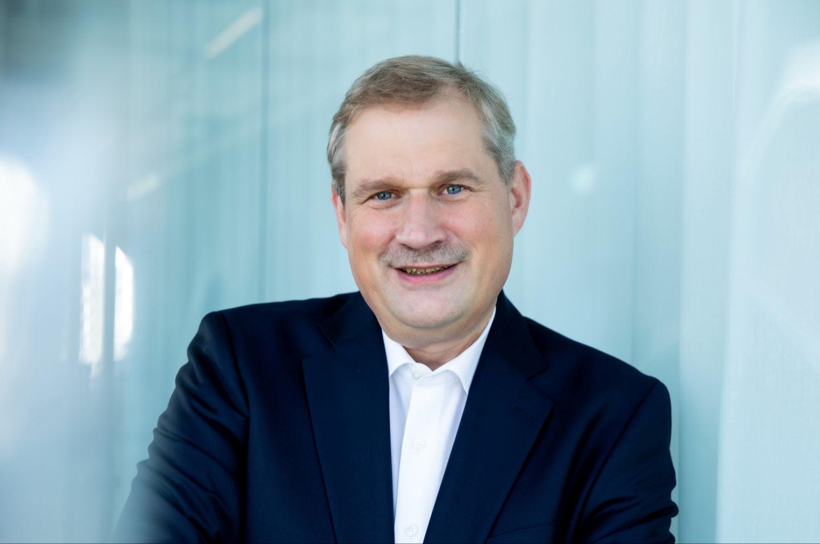 Porträtbild von Dr. Frank Heinricht - Vorstandsvorsitzender  der SCHOTT AG